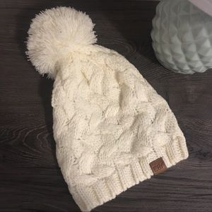 David & Young - Slouchey PomPom Toque